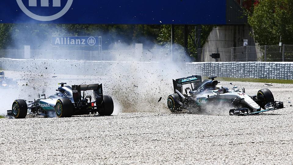 Bilder des Tages SPORT Formel 1 GP von Spanien Unfall der beiden Mercedes in der ersten Runde C