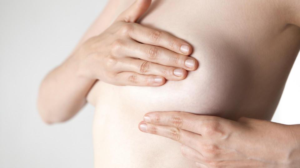 Durch Abtasten erkennt man Brustkrebs