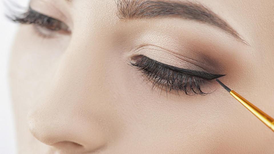 Wunderschöne Augen sollten auch betont werden - mit dem richtigen Make-up