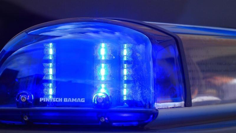 In Nordirland stürmte eine Gruppe mit Macheten bewaffneter Männer ein Haus. Sie verletzten ein 13-Jährige schwer. (Foto: Motivbild)