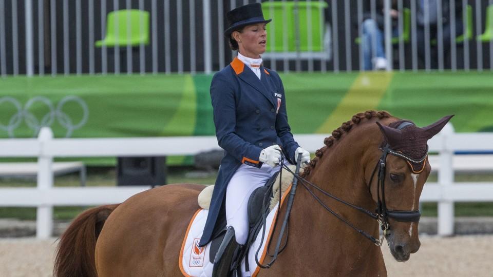 Adelinde Cornelissen bricht ihrem Pferd zuliebe die Olympia-Kür ab