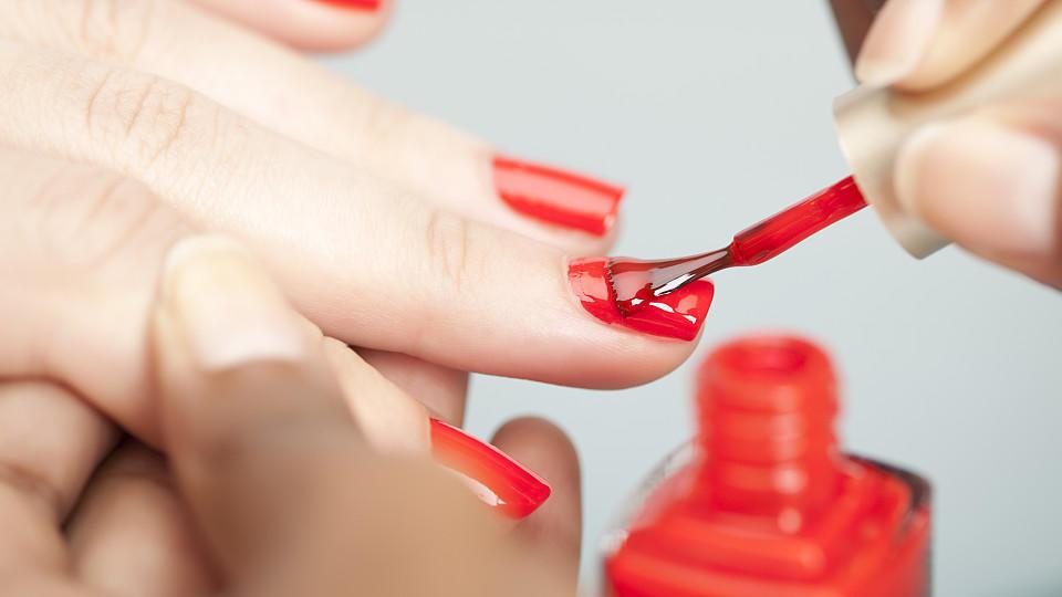 Nagellack haltbar machen: Tipps und Kniffe