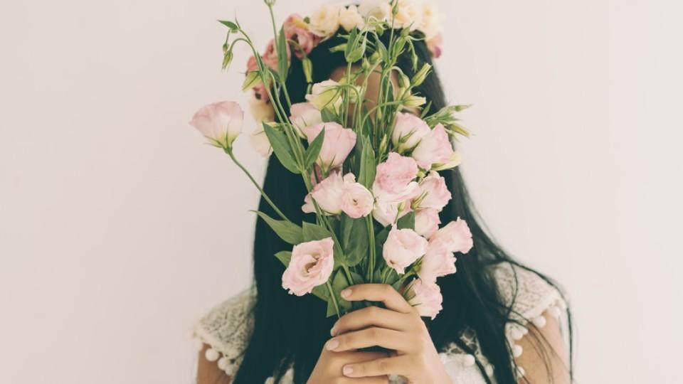 Er schenkt Ihnen Rosen? Das sagt deren Farbe über seine Gefühle aus