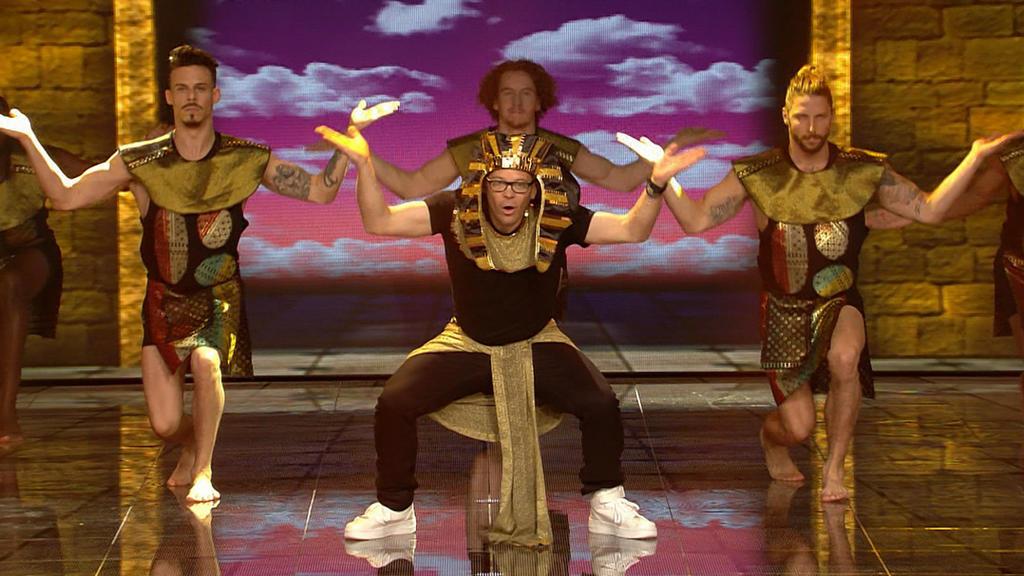"""Mario Kotaska gibt bei seinem Auftritt zu """"Getting' Jiggy With It"""" Vollgas."""