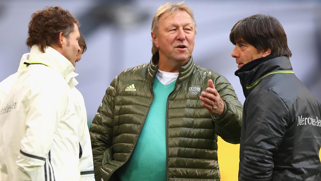 HSV-Ikone Horst Hrubesch schaute beim Abschlusstraining der DFB-Auswahl in Hamburg vorbei