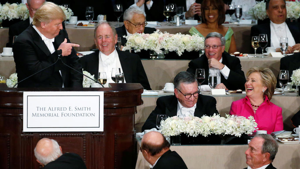 Democratic U.S. presidential nominee Hillary Clinton (R) reacts to a joke by Republican U.S. presidential nominee Donald Trump (L) at the Alfred E. Smith Memorial Foundation dinner in New York, U.S. October 20, 2016. REUTERS/Jonathan Ernst     TPX IM