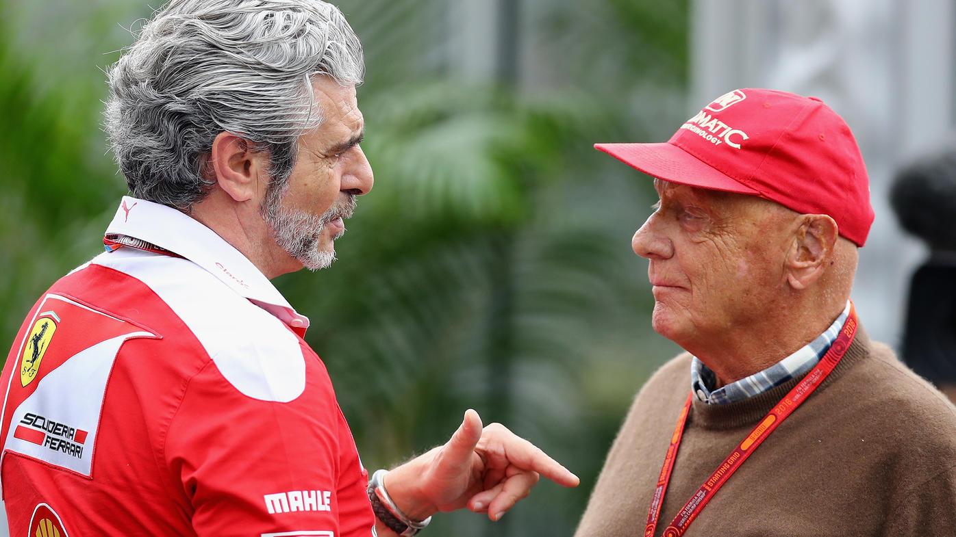 Maurizio Arrivabene im Gespräch mit Mercedes-Konkurrent Niki Lauda
