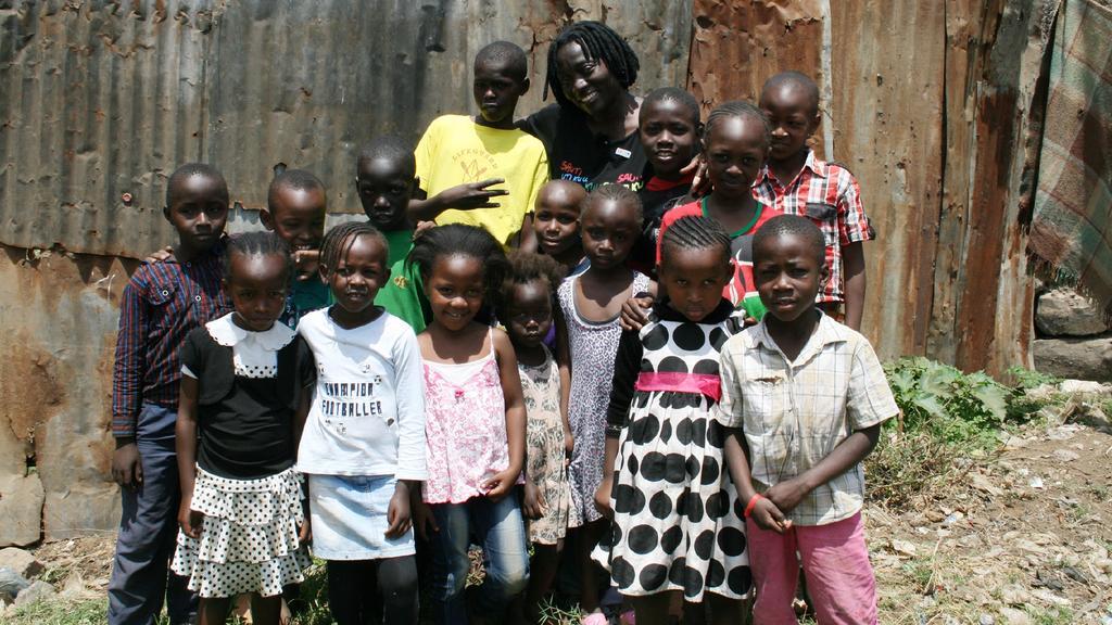 US-Präsidentenschwester Dr. Auma Obama setzt sich mit Hilfe von Spenden der RTL-Zuschauer für den Bau einer Bildungsstätte für mittellose Kinder und Jugendliche in Alego (Kenia, Afrika) ein.