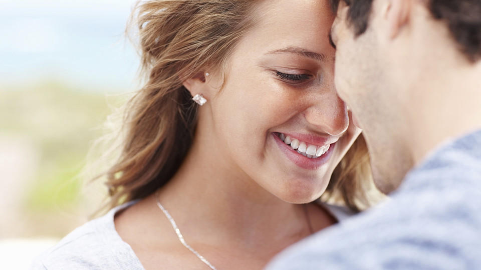 Liebesbeweise erfrischen die Beziehung