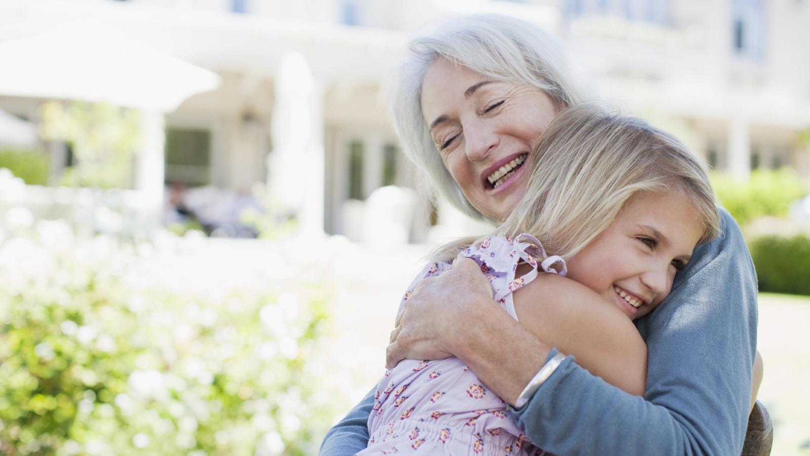 Für Kinder sind die Großeltern immer wichtig - egal ob zum Spielen, Kuscheln oder Frust abladen.