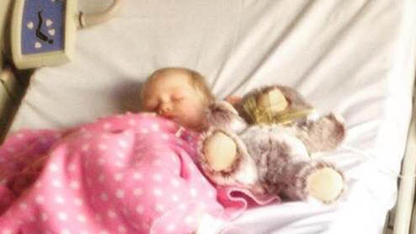 Sienna kam ins Krankenhaus. Dort bekam sie Infusionen, weil sie nichts mehr essen konnte.