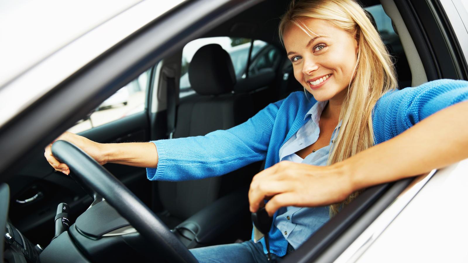 Wer bis zum 30. November seine Kfz-Versicherung wechselt, kann ordentlich Geld sparen.