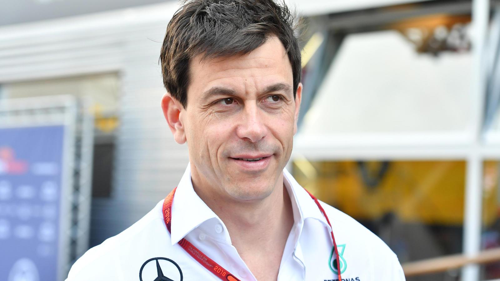 Holt Mercedes Sebastian Vettel zur Saison 2018? Toto Wolff hat ihn auf dem Schirm.