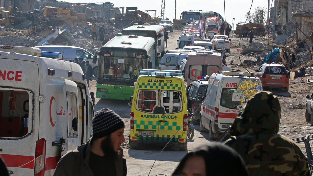 Ambulances and buses wait as they evacuate people from a rebel-held sector of eastern Aleppo, Syria December 15, 2016. REUTERS/Abdalrhman Ismail     TPX IMAGES OF THE DAY