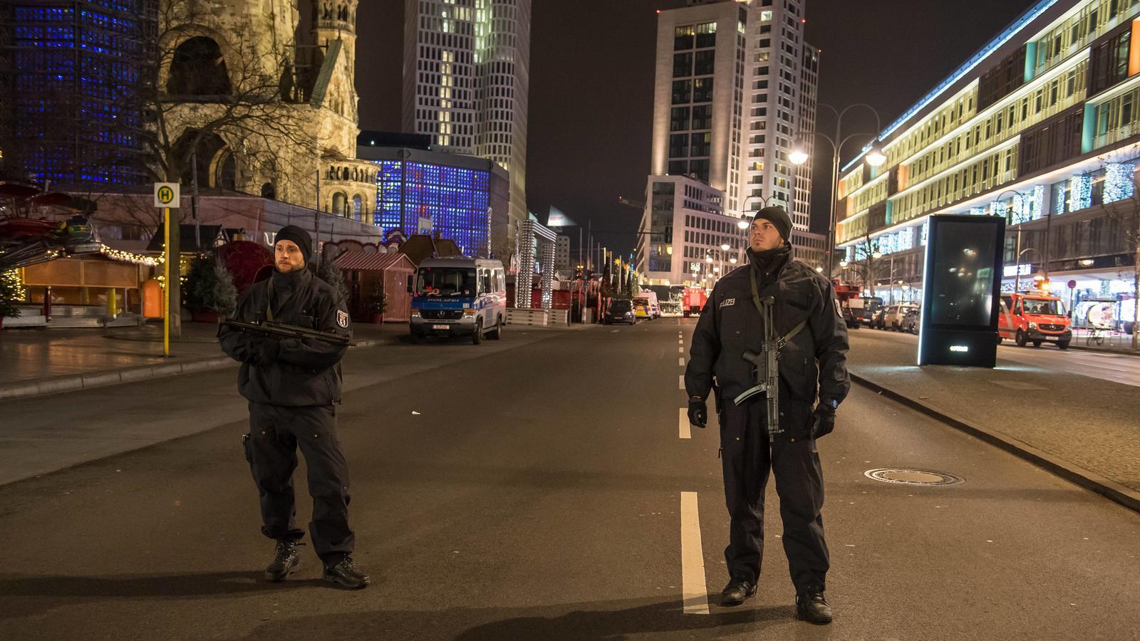 Auf dem Berliner Weihnachtsmarkt am Breitscheidplatz ist ein Lkw in die Besuchermasse gerast, zwölf Menschen werden getötet.