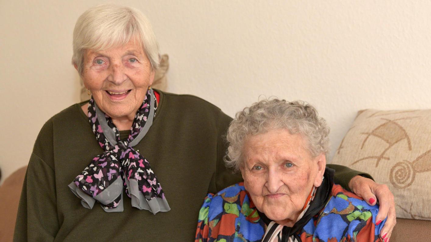 Vier Jahrzehnte trennten diese beiden Schwestern bis das Schicksal sie wieder vereinte.