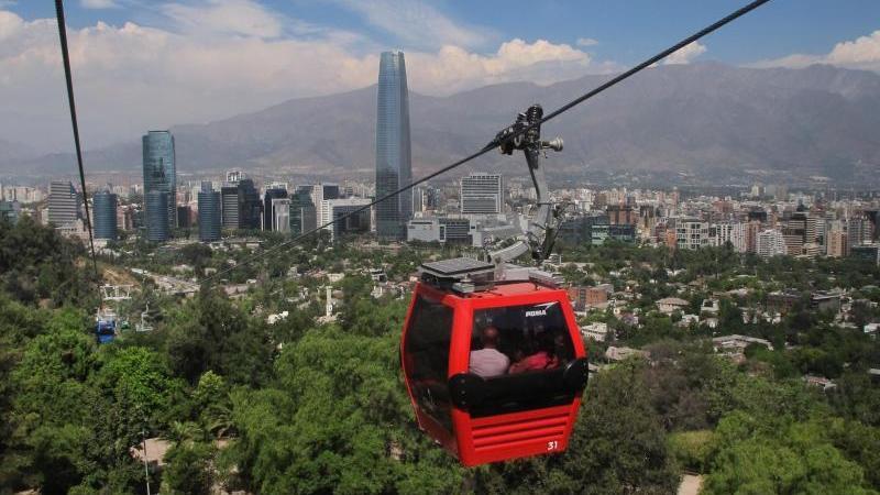 Bergbahn mit Panoramablick:Die Teleférico inSantiago de Chile
