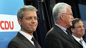 Umweltminister Norbert Röttgen (links) neben seinem künftigen Vorgänger Jürgen Rüttgers und seinem Konkurrenten Armin Laschet.