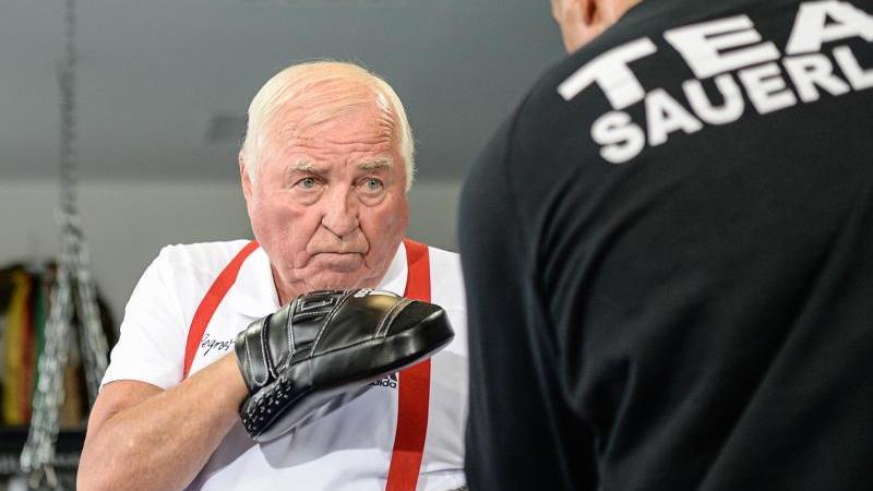 Ulli Wegner, Trainer des deutschen Boxers Arthur Abraham, ist zu sehen. Foto: Wolfram Kastl/Archiv