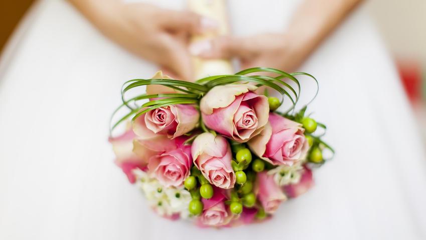 Das Hochzeits-Make-up soll den Look der Braut optimal ergänzen.