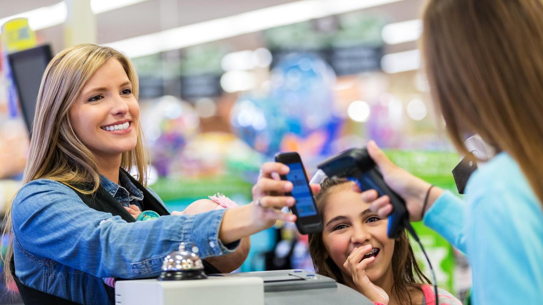 Geld abheben an der Supermarktkasse: Ohne Gebühren und ohne einen Mindestwert beim Einkauf.  Ein neues Konzept der Sparda-Banken Nürnberg und Augsburg!