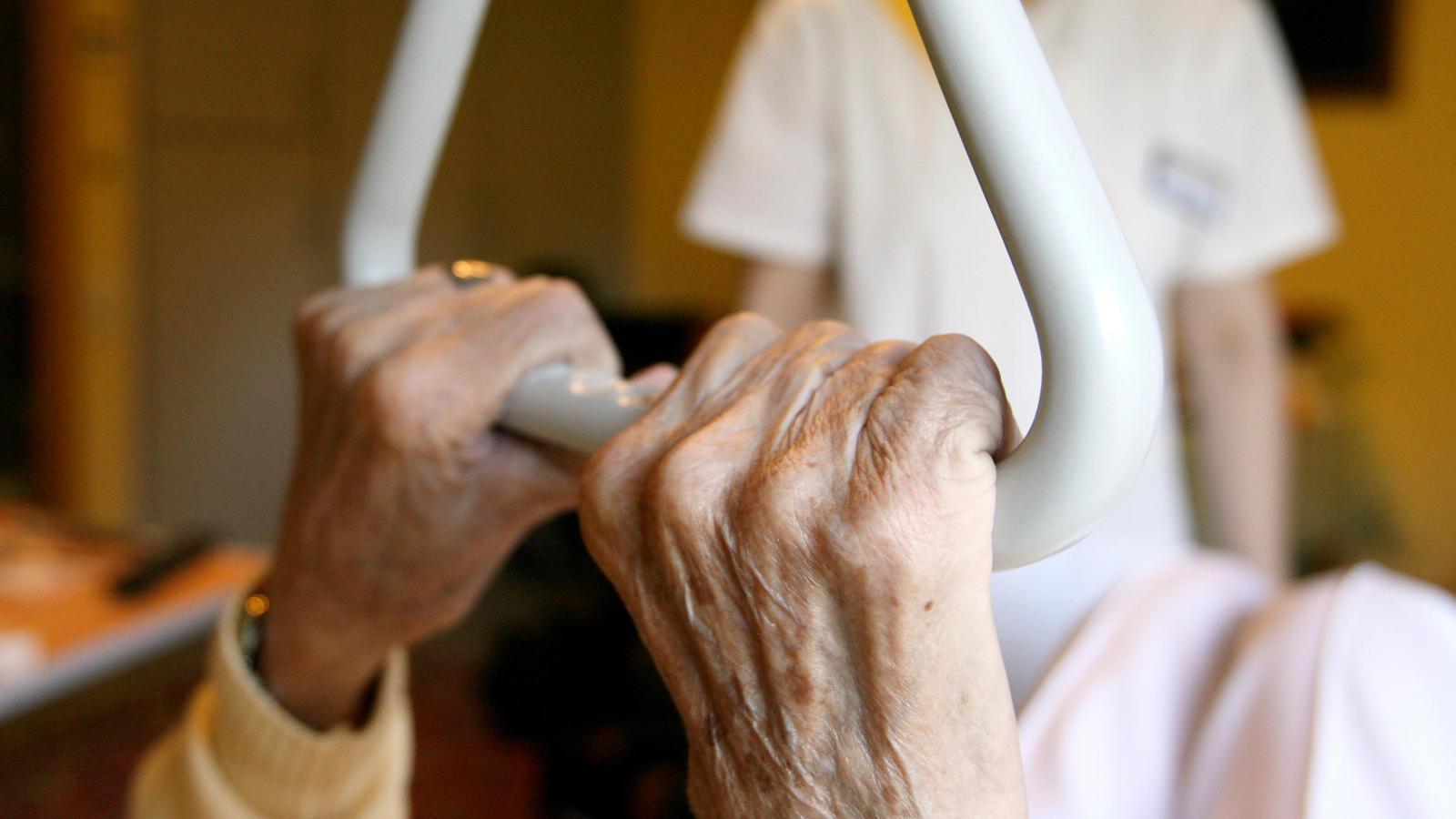 Für die Höhe des Geldes sind die sogenannten Pflegegrade relevant. Es gibt insgesamt fünf Pflegegrade.