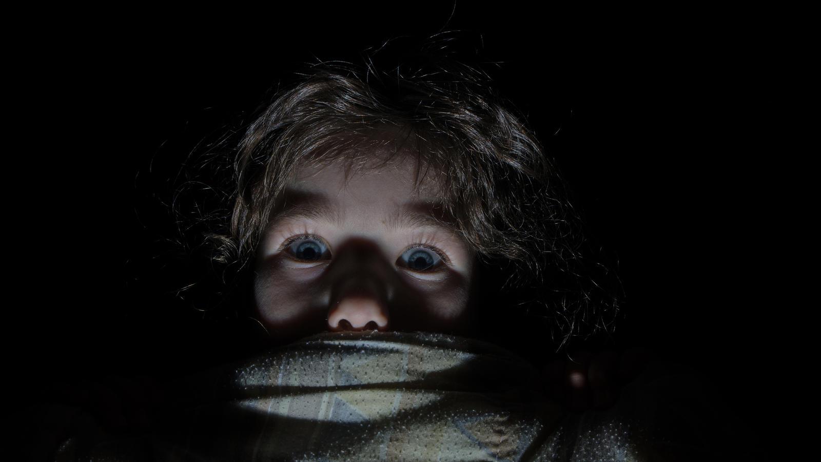 baby schreckt im schlaf auf