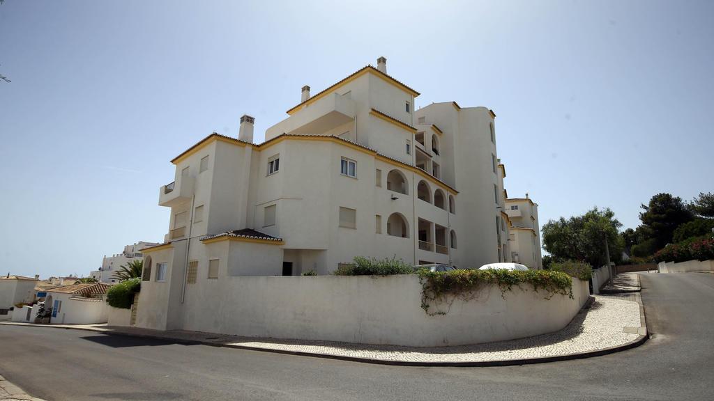ARCHIV - Das Haus inLuz beiLagos (Portugal), aus dem Madeleine McCann (Maddie) am 03.Mai 2007 verschwand, aufgenommen am 08.05.2007. Bis heute ist der Fall nicht aufgeklärt. (zu dpa «Maddie - vor zehn Jahren spurlos verschwunden» vom 27.04.2017) F