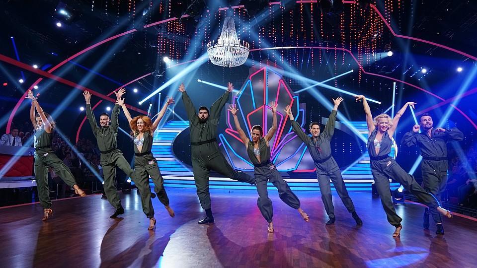 """Das Team """"Top Gun"""" präsentiert einen besseren Team-Tanz als die """"Mamma Mia!""""-Crew."""