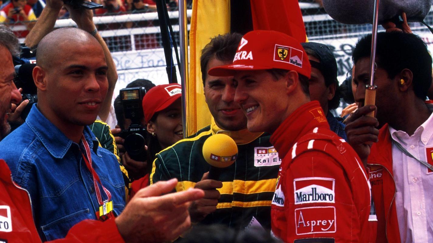 Michael Schumacher, Ronaldo und - natürlich in der Mitte - Kai Ebel.