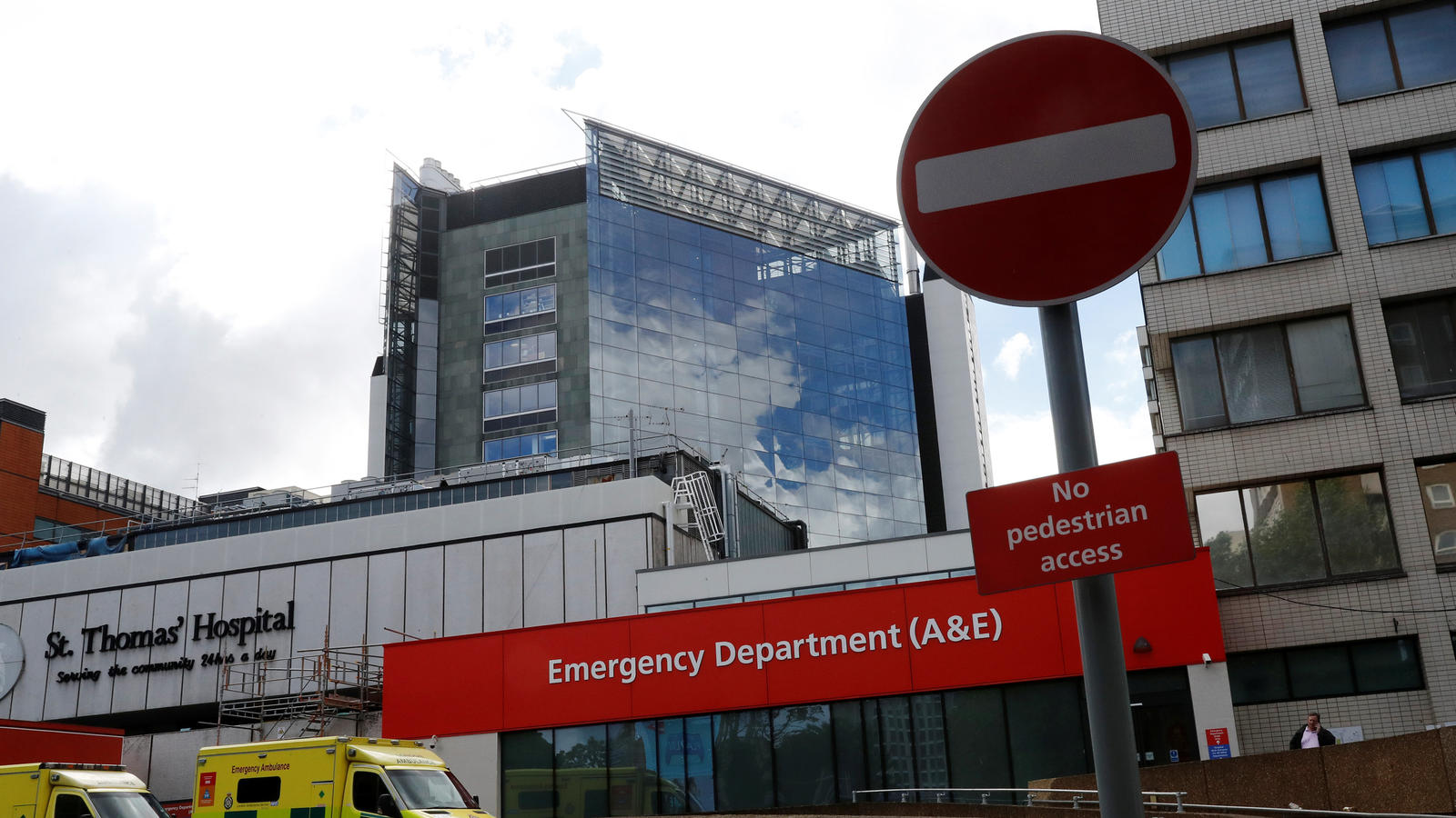 Hacker legen 16 Krankenhäuser in Großbritannien lahm.