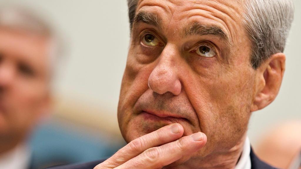 ARCHIV- Der frühere FBI-Direktor Robert Mueller am 13.06.2013 in Washington, USA. Das US-Justizministerium lässt die Vorwürfe um eine angebliche Verstrickung Donald Trumps und seines Wahlkampfteams mit Russland in einer unabhängigen Untersuchung prü
