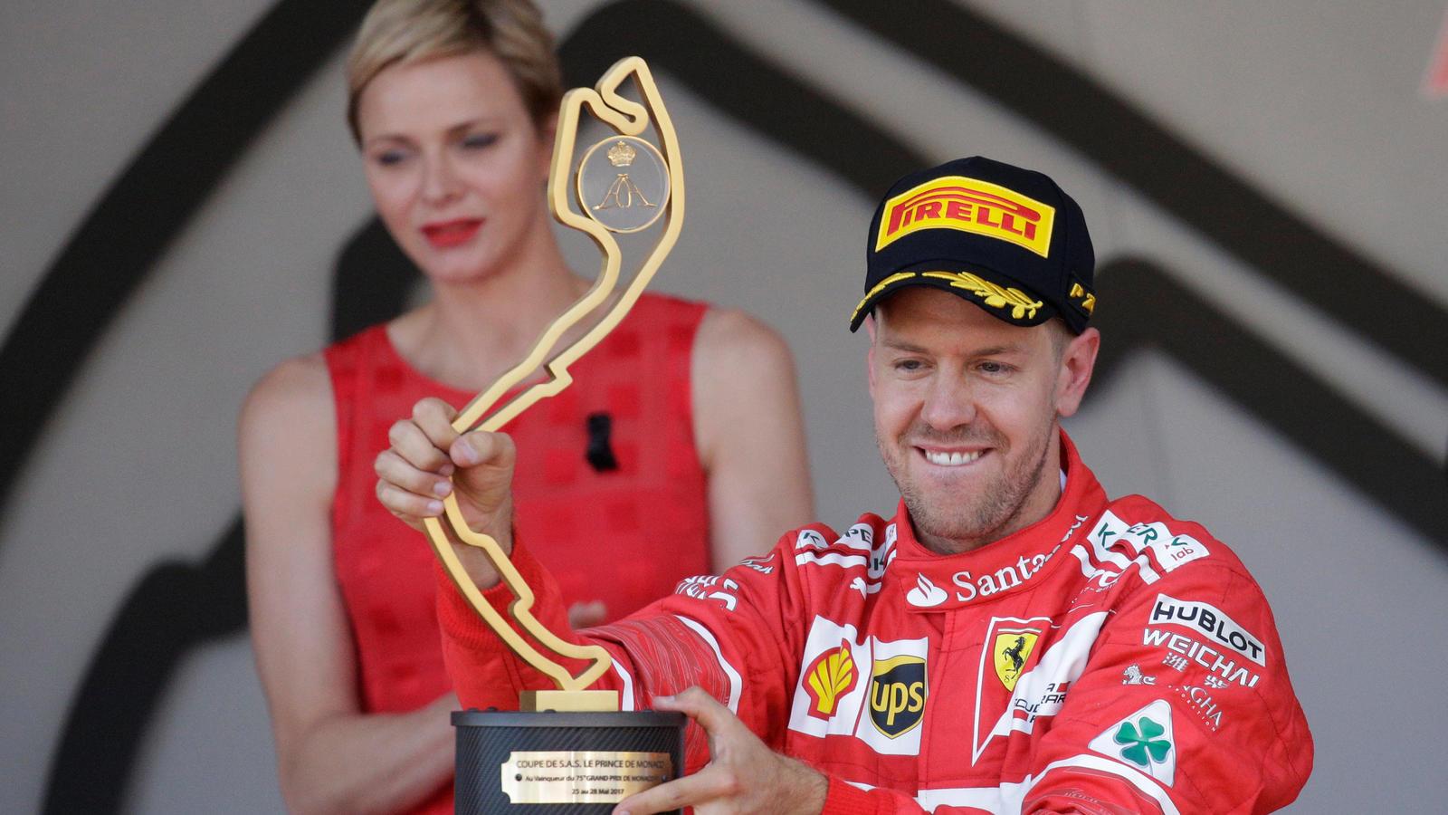 Zum zweiten Mal nach 2011 darf Sebastian Vettel die Siegertrophäe in Monte Carlo hochhalten.