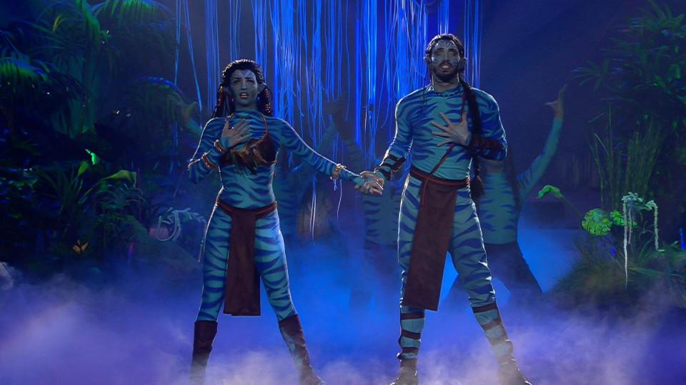 """Ekaterina Leonova und Gil Ofarim entführen Jury und Zuschauer mit ihrem Freestyle in die zauberhafte Welt von """"Avatar""""."""