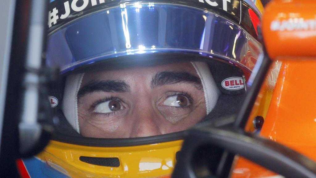 Motorsport: Formel-1-Weltmeisterschaft, Grand Prix von Aserbaidschan, 1. Freies Training am 23.06.2017 in Baku (Aserbaidschan). Der Spanier Fernando Alonso vom Team McLaren Honda fährt aus der Box. Foto: Efrem Lukatsky/AP/dpa +++(c) dpa - Bildfunk+++