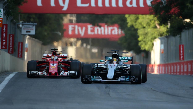 Sebastian Vettel und Lewis Hamilton waren sich beim Aserbaidschan-GP stets ganz nah - zu nah.
