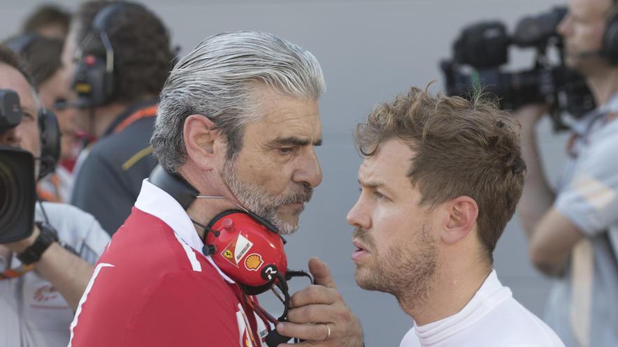 Sebastian Vettel, hier mit Teamchef Maurizio Arrivabene, hat sich deutlich wie lange nicht zu Ferrari bekannt