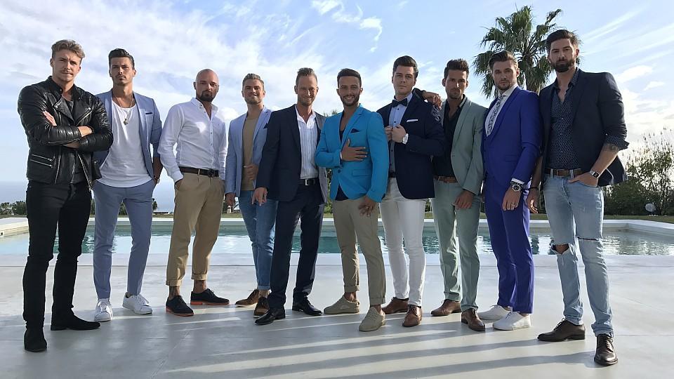 In der vierten Woche sind noch 14 Männer dabei – zwei bekommen keine Rose.