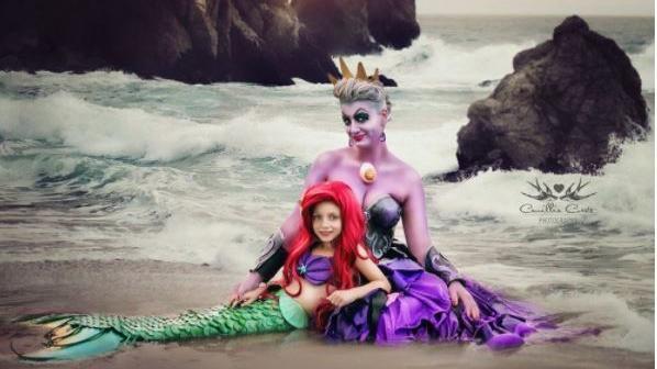 Camillia Courts und ihre Tochter Layla als 'Arielle, die Meerjungfrau' und Ursula, die Meereshexe des Zeichentrickfilms.