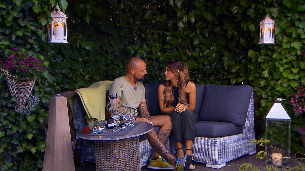 Jessica und Niklas sprechen bei ihrem Homedate über das Thema Familie und Kinder.