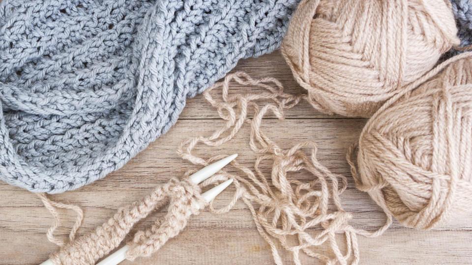 Mischwolle besteht aus verschiedenen Fasern.