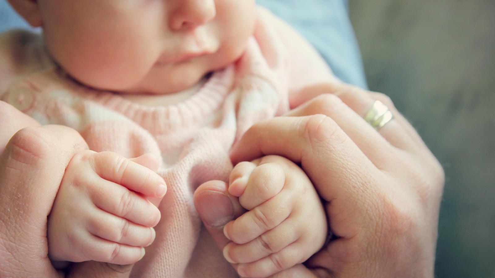 So können Sie Milchschorf bei ihrem Baby behandeln