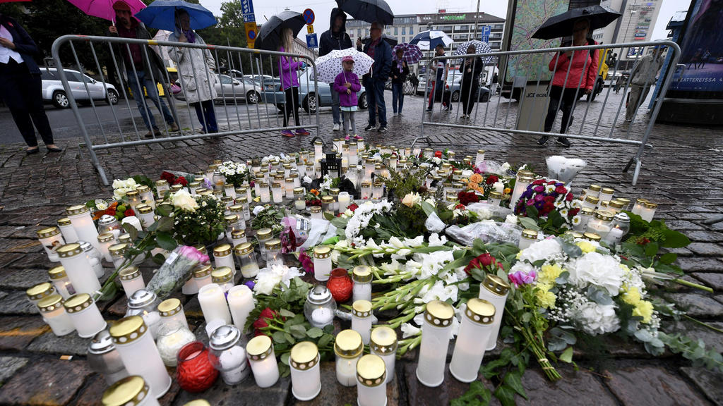 Memorial candles at the Turku Market Square for the victims of Friday's stabbings in Turku, Finland August 19, 2017. Lehtikuva/Vesa Moilanen via REUTERS  ATTENTION EDITORS - THIS IMAGE WAS PROVIDED BY A THIRD PARTY. NO THIRD PARTY SALES. NOT FOR USE