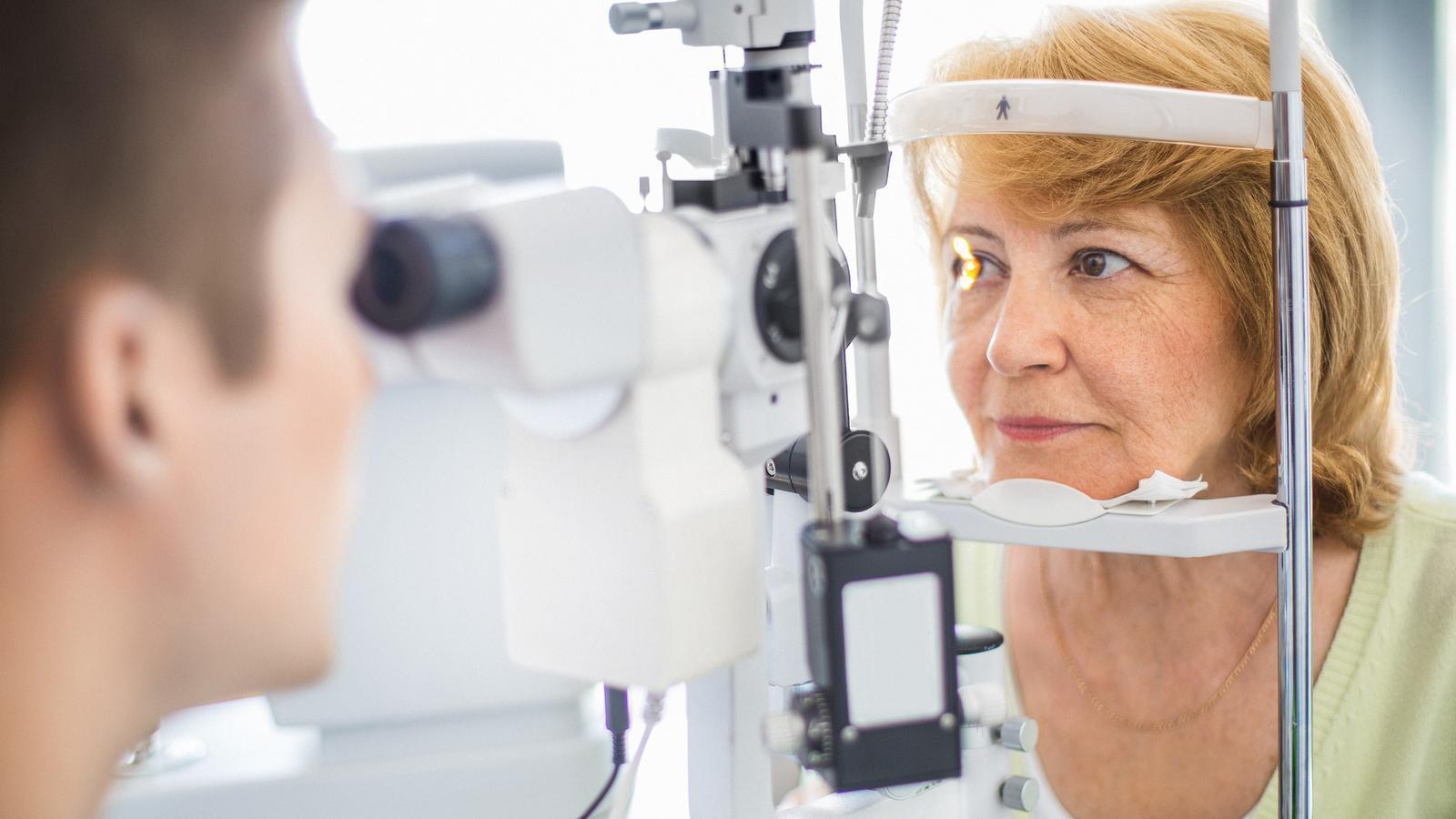 Bei Sehproblemen sofort den Augenarzt aufsuchen.