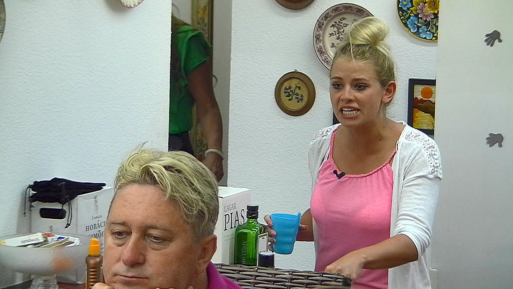Saskia Atzordt fühlt sich von ihrem Nico Schwanz verraten.