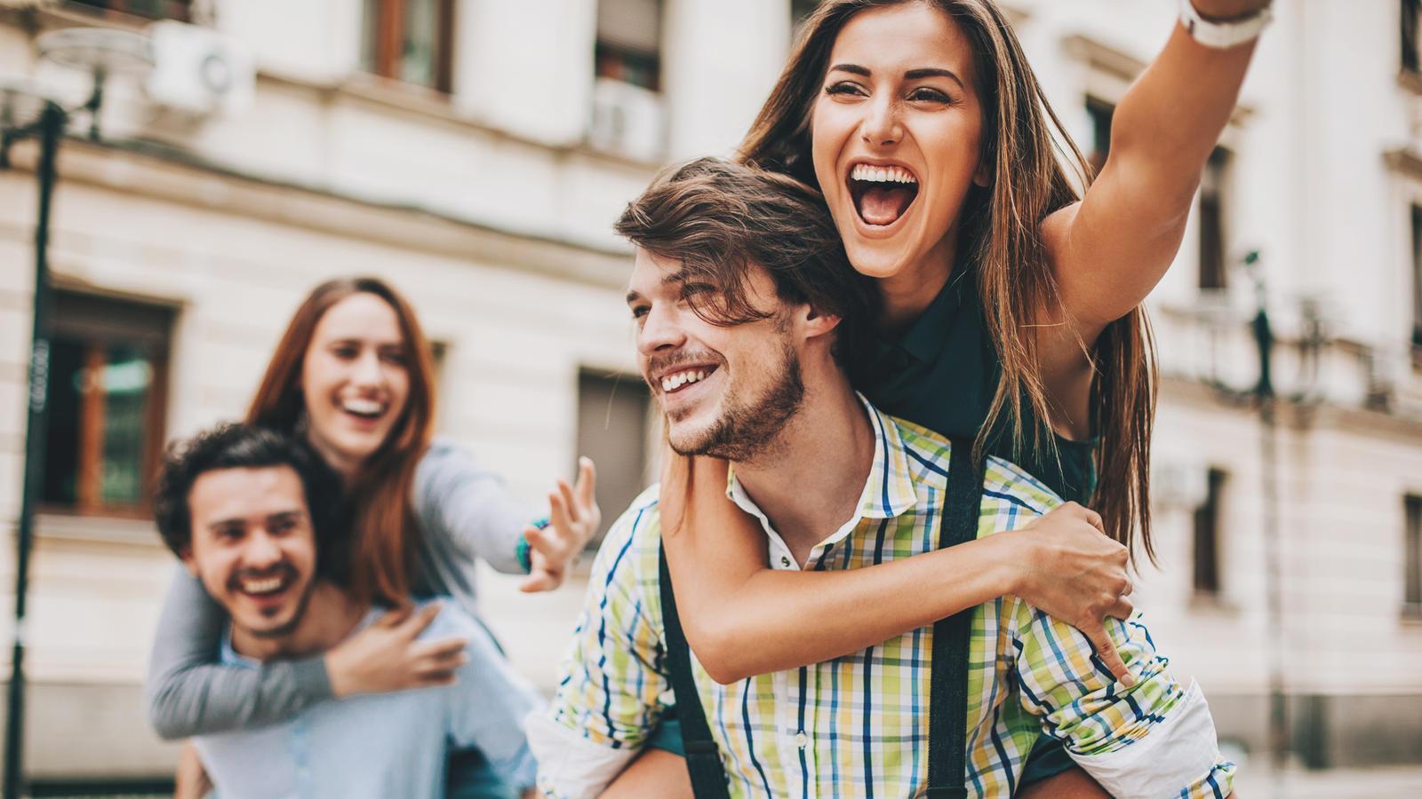 Die Beliebtheit im Teenageralter macht später unglücklich.