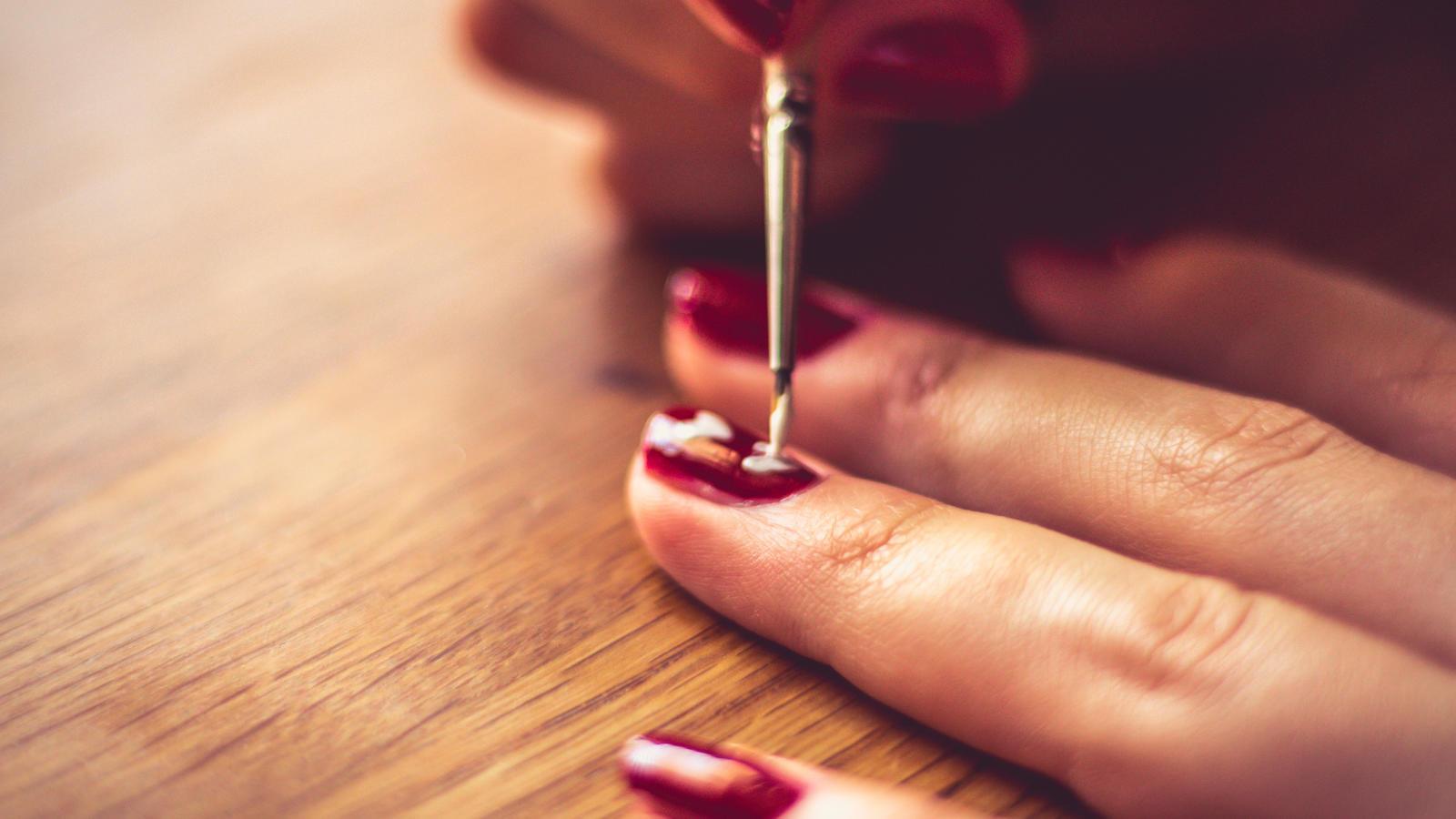 Der Koffein-Nagellack soll sogar gut für unsere Nägel sein.