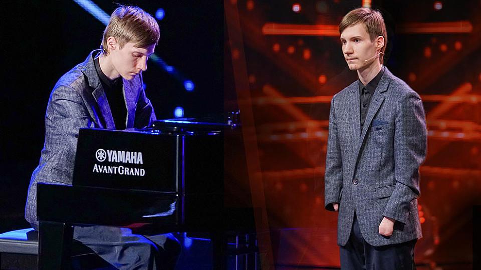 Alexey Romanov begeistert die Jury mit seinem zauberhaften Klavierspiel.