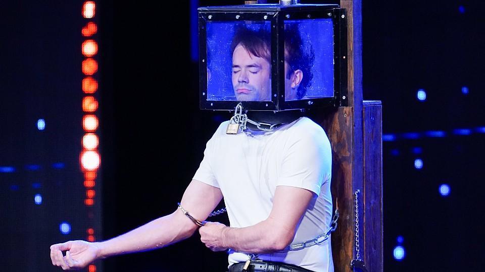 Christian Wedoy sorgt auf der Supertalent-Bühne für puren Nervenkitzel.