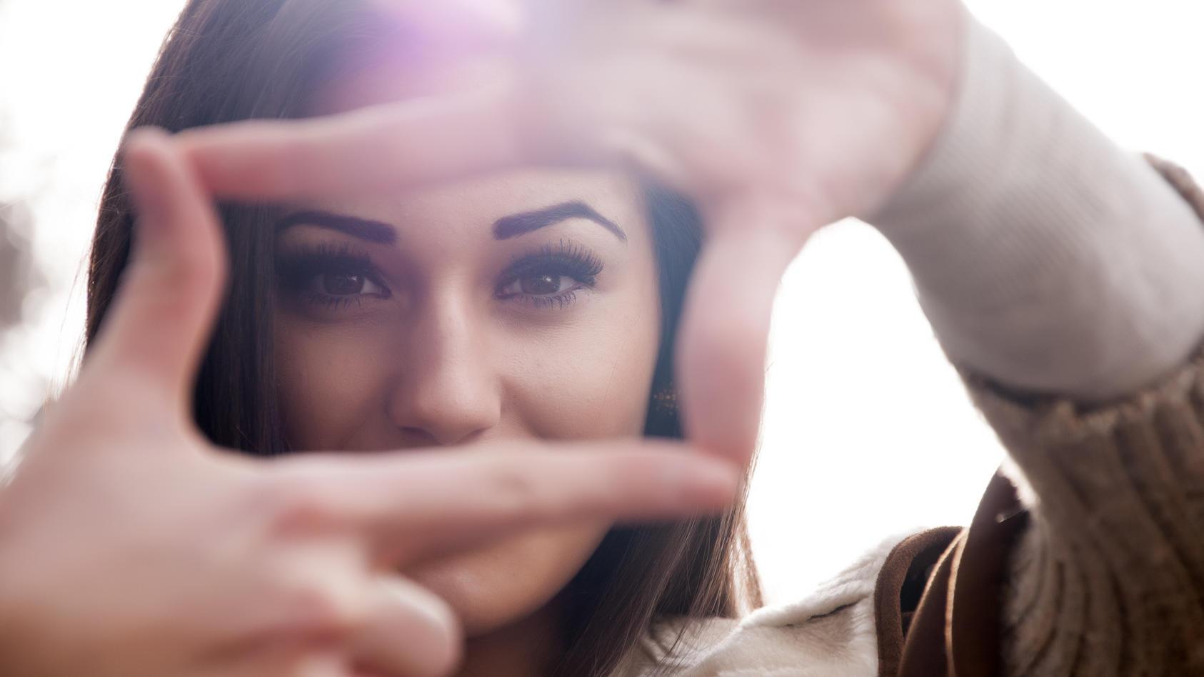 Der Weg zu wunderschön geformten und vollen Augenbrauen